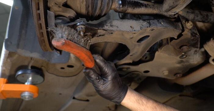 Wie man Querlenker am VW Polo Limousine (602, 604, 612, 614) 2014 wechselt – Laden Sie sich PDF-Wegleitungen und Videoanweisungen herunter