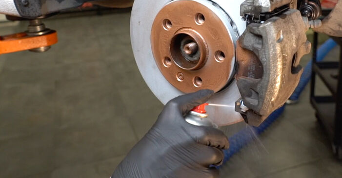 Wechseln Bremsbeläge am VW Polo Limousine (602, 604, 612, 614) 1.2 TSI 2012 selber