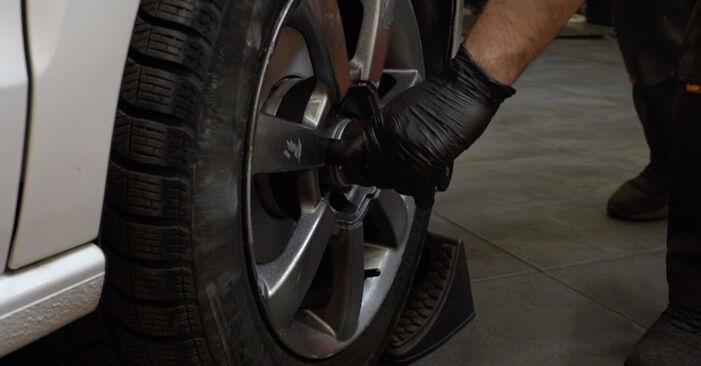 Wie schwer ist es, selbst zu reparieren: Bremsbeläge VW Polo 5 Limousine 1.4 TSi 2015 Tausch - Downloaden Sie sich illustrierte Anleitungen