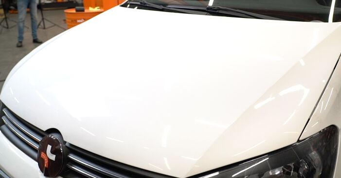 VW POLO 1.2 TDI Bremsbeläge ausbauen: Anweisungen und Video-Tutorials online