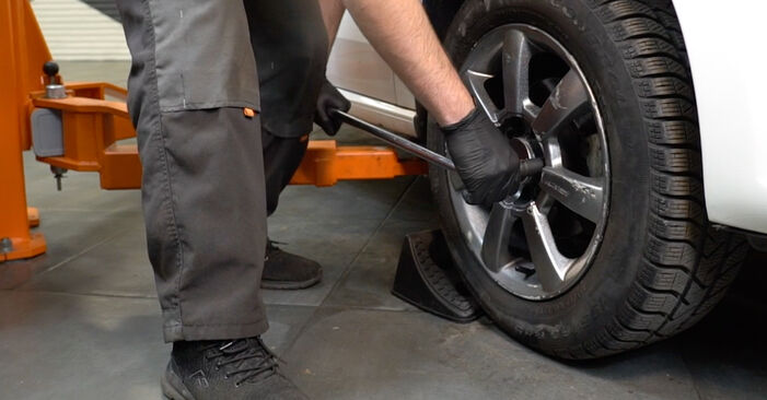 Bremsbeläge VW Polo 5 Limousine 1.2 TDI 2011 wechseln: Kostenlose Reparaturhandbücher