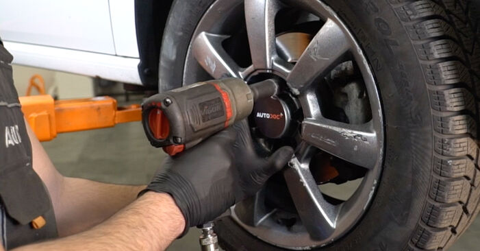 Wie VW POLO 1.6 2013 Bremsbeläge ausbauen - Einfach zu verstehende Anleitungen online