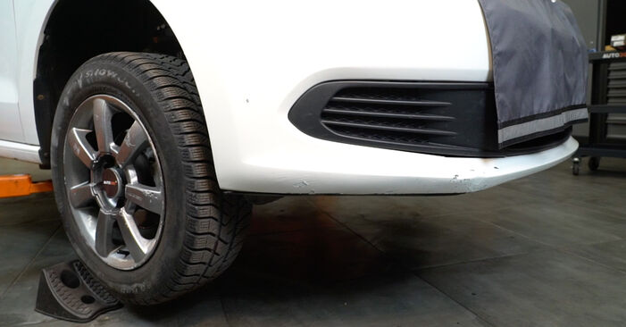 VW Polo 5 Sedan 1.4 2011 Konec jarmovega droga zamenjava: brezplačni priročnik delavnice