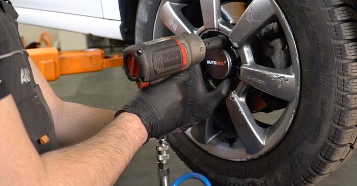 Zamenjajte Konec jarmovega droga na VW Polo Sedan (602, 604, 612, 614) 1.2 TSI 2012 sami