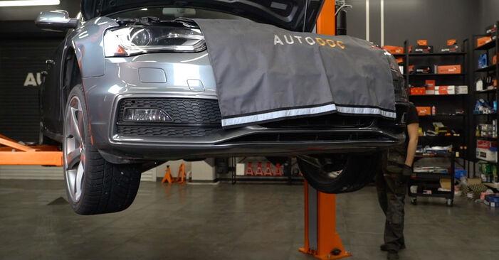 Svojpomocná výmena Klinový rebrovaný remen na aute Audi A4 B8 Sedan 2008 2.0 TDI