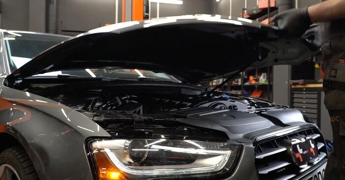 Svojpomocná výmena AUDI A4 Sedan (8K2, B8) 2.7 TDI 2012 Klinový rebrovaný remen – online tutoriál