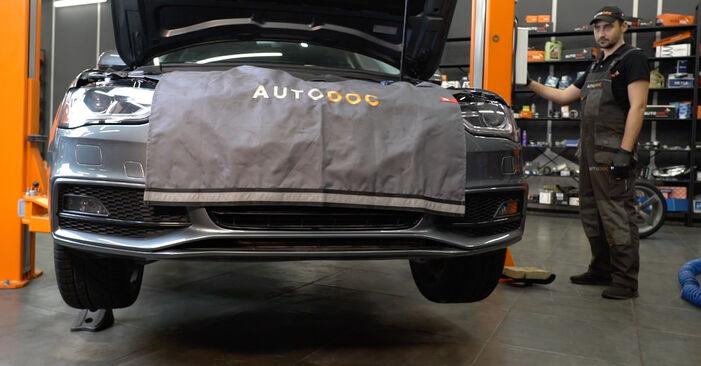 Audi A4 B8 Sedan 1.8 TFSI 2009 Klinový rebrovaný remen výmena: bezplatné návody z našej dielne