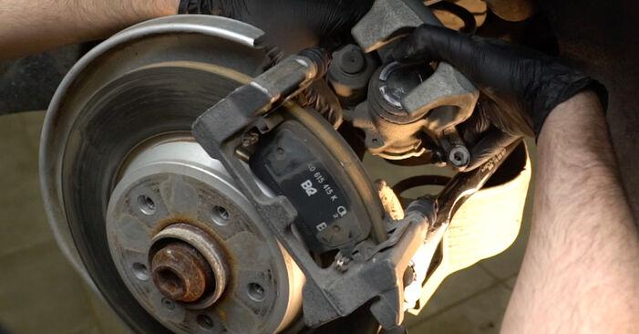 Austauschen Anleitung Bremsscheiben am Audi A4 B8 Limousine 2008 2.0 TDI selbst