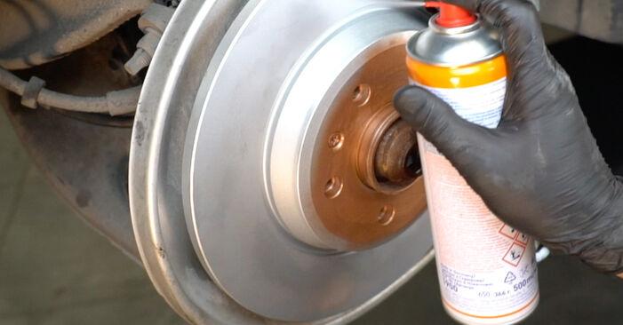 Wie schwer ist es, selbst zu reparieren: Bremsbeläge Audi A4 B8 Limousine 1.8 TFSI 2013 Tausch - Downloaden Sie sich illustrierte Anleitungen