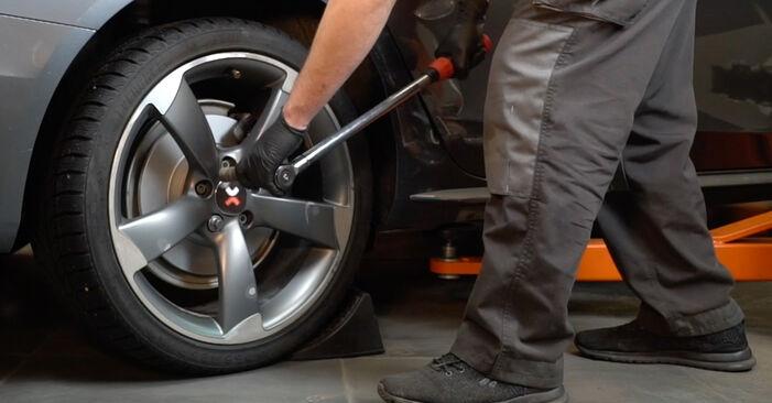 AUDI A4 S4 3.0 quattro Bremsbeläge ausbauen: Anweisungen und Video-Tutorials online