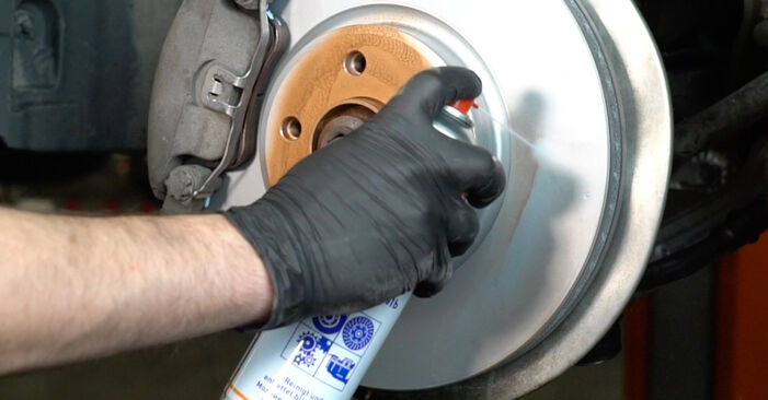 AUDI A4 3.0 TDI quattro Control Arm replacement: online guides and video tutorials