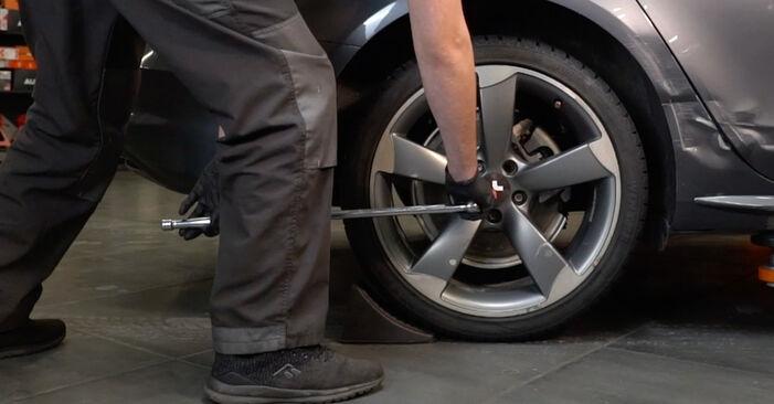 Kaip pakeisti AUDI A4 Sedanas (8K2, B8) 2.0 TDI 2008 Vikšro Valdymo Svirtis - išsamios instrukcijos ir vaizdo pamokos