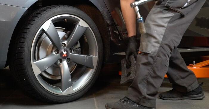 Kaip pakeisti AUDI A4 Sedanas (8K2, B8) 2010 Vikšro Valdymo Svirtis - patarimai ir gudrybės