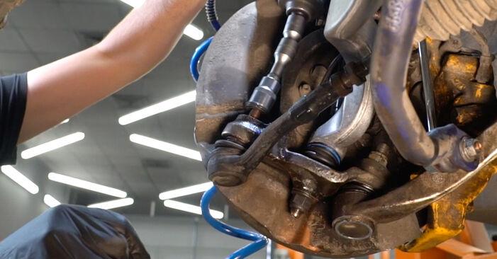 BMW 5 SERIES 520d 2.0 Spurstangenkopf ausbauen: Anweisungen und Video-Tutorials online