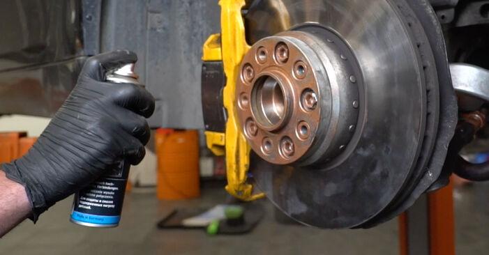 Wie schmierig ist es, selber zu reparieren: Spurstangenkopf beim BMW E60 530i 3.0 2007 wechseln – Downloaden Sie sich Bildanleitungen