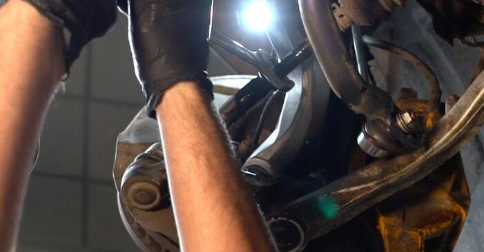 Wie schwer ist es, selbst zu reparieren: Spurstangenkopf BMW E60 530i 3.0 2007 Tausch - Downloaden Sie sich illustrierte Anleitungen