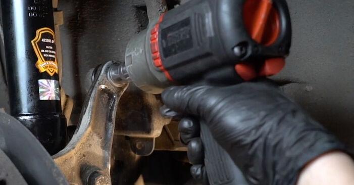 Wie schwer ist es, selbst zu reparieren: Querlenker BMW E60 530i 3.0 2007 Tausch - Downloaden Sie sich illustrierte Anleitungen