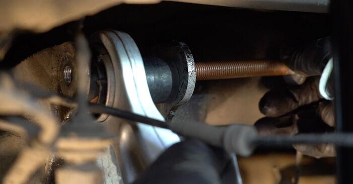 Vaihtaa Alatukivarsi itse BMW 5 Sedan (E60) 520i 2.2 2004 -autoon