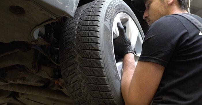 BMW E60 525d 2.5 2003 Alatukivarsi vaihto: ilmaiset korjaamokäsikirjat