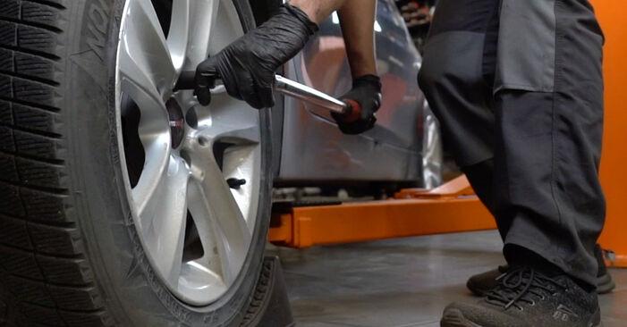 Kuinka poistaa BMW 5 SERIES 525d 3.0 2005 -auton Alatukivarsi - helposti seurattavat online-ohjeet