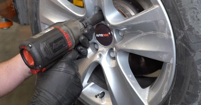 Kaip nuimti BMW 5 SERIES 525d 3.0 2005 Rato guolis - nesudėtingos internetinės instrukcijos