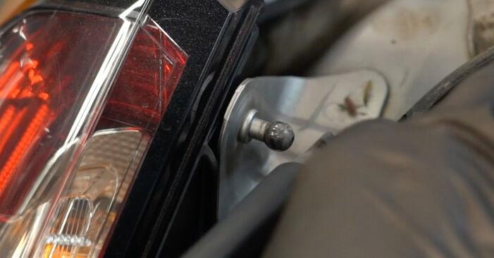 Wie schwer ist es, selbst zu reparieren: Heckklappendämpfer Fiat Punto 199 1.4 Natural Power 2014 Tausch - Downloaden Sie sich illustrierte Anleitungen