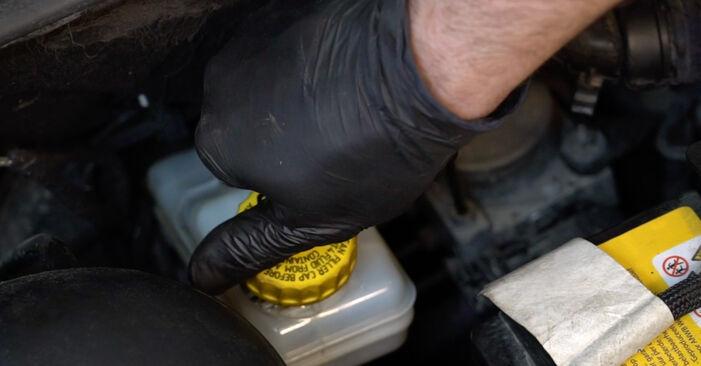 Austauschen Anleitung Bremsbeläge am Fiat Punto 199 2018 1.3 D Multijet selbst