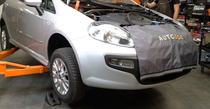 Wechseln Bremsbeläge am FIAT GRANDE PUNTO (199) 1.4 16V 2011 selber