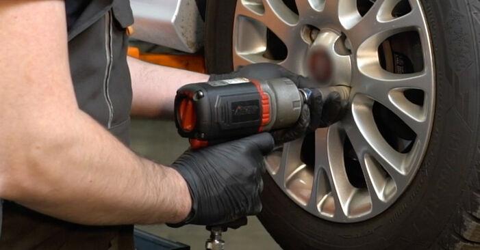 Wie FIAT GRANDE PUNTO 1.4 T-Jet 2012 Bremsbeläge ausbauen - Einfach zu verstehende Anleitungen online