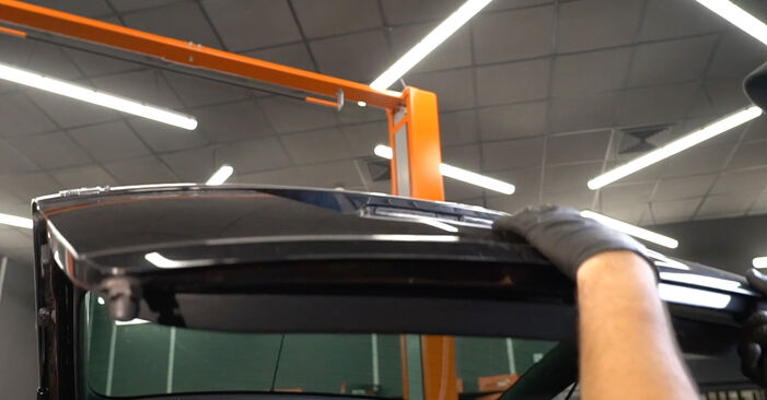 Πώς να αντικαταστήσετε SKODA Octavia II Combi (1Z5) 1.9 TDI 2005 Αμορτισέρ Πορτ Μπαγκαζ - εγχειρίδια βήμα προς βήμα και οδηγοί βίντεο