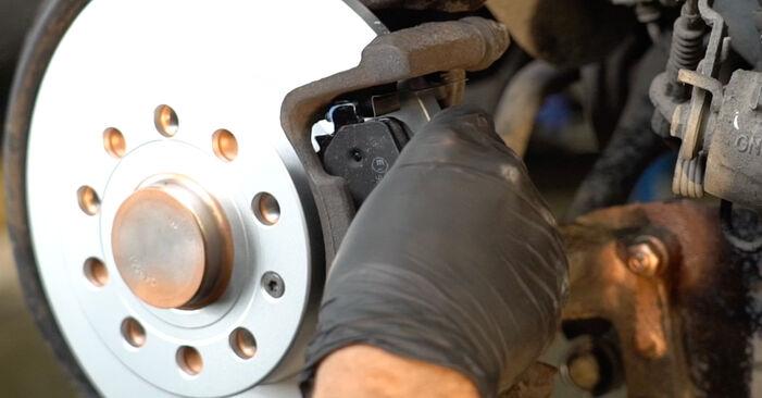 SKODA OCTAVIA 1.8 TSI Brake Discs replacement: online guides and video tutorials