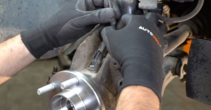 How to replace Wheel Bearing on FORD Focus II Saloon (DB_, FCH, DH) 2003: download PDF manuals and video instructions