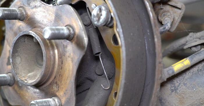 Substituindo Maxilas de Travão em Toyota Yaris p1 2002 1.0 (SCP10_) por si mesmo