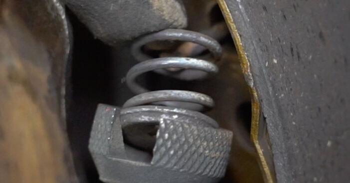 Recomendações passo a passo para a substituição de Toyota Yaris p1 2005 1.5 (NCP13_) Maxilas de Travão por si mesmo