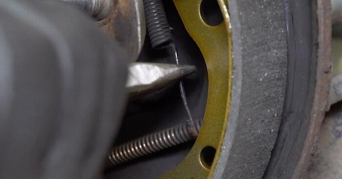 Wie Bremsbacken Toyota Yaris p1 1.0 (SCP10_) 1999 tauschen - Kostenlose PDF- und Videoanleitungen