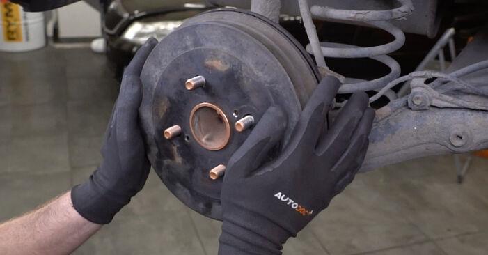 Trocar Maxilas de Travão no TOYOTA Yaris Hatchback (_P1_) 1.3 (NCP10_, SCP12_) 2002 por conta própria