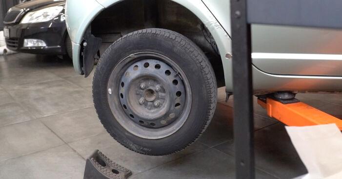 Substituição de Toyota Yaris p1 1.4 D-4D (NLP10_) 2001 Maxilas de Travão: manuais gratuitos de oficina