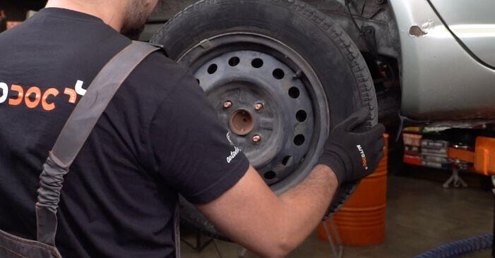 Mudar Maxilas de Travão no Toyota Yaris p1 2000 não será um problema se você seguir este guia ilustrado passo a passo