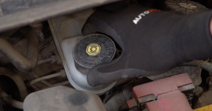 Como trocar Maxilas de Travão no TOYOTA Yaris Hatchback (_P1_) 2004 - dicas e truques