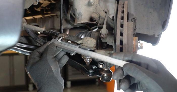 Не е трудно да го направим сами: смяна на Накрайник на напречна кормилна щанга на Opel Meriva x03 1.7 DTI (E75) 2009 - свали илюстрирано ръководство