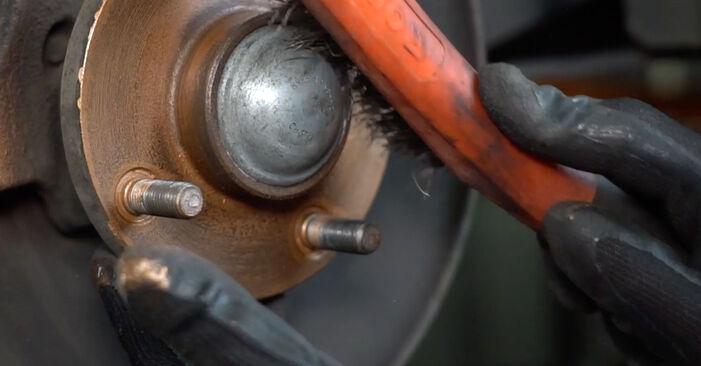 Priporočila korakov za DIY zamenjavo Ford Focus DAW 2001 1.8 16V Kolesni lezaj
