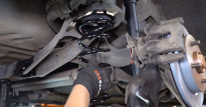 How to change Springs on Ford Focus DAW 1998 - free PDF and video manuals