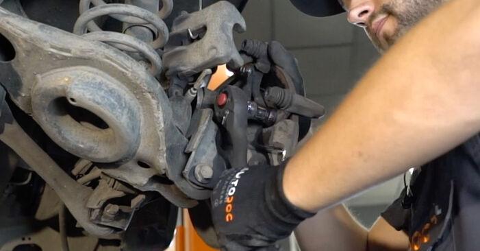 Tausch Tutorial Bremsscheiben am FORD FOCUS (DAW, DBW) 2000 wechselt - Tipps und Tricks