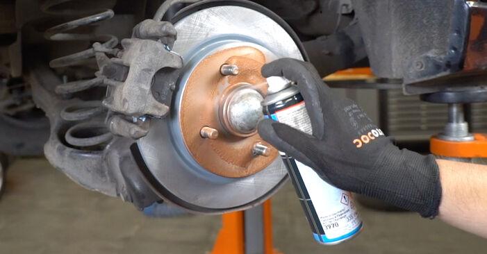 Schritt-für-Schritt-Anleitung zum selbstständigen Wechsel von Ford Focus DAW 2001 1.8 16V Bremsscheiben