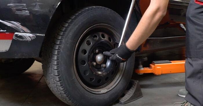 Bremsscheiben Ford Focus DAW 1.8 TDCi 2000 wechseln: Kostenlose Reparaturhandbücher