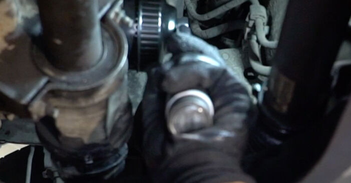 Step-by-step recommendations for DIY replacement Ford Focus DAW 2001 1.8 16V Oil Filter