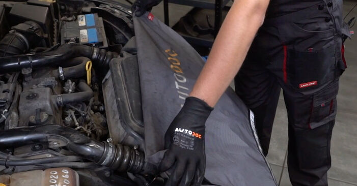 How to replace FORD FOCUS (DAW, DBW) 1.6 16V 1999 Oil Filter - step-by-step manuals and video guides