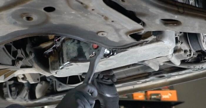 Hoe moeilijk is doe-het-zelf: Oliefilter wisselen Ford Focus DAW 2.0 16V 2004 – download geïllustreerde instructies