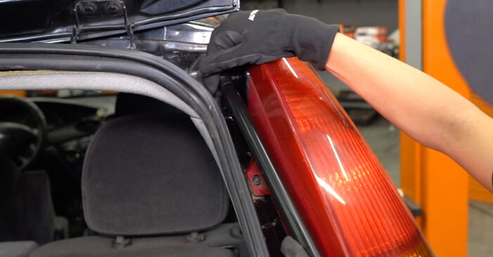 Need to know how to renew Tailgate Struts on FORD FOCUS ? This free workshop manual will help you to do it yourself