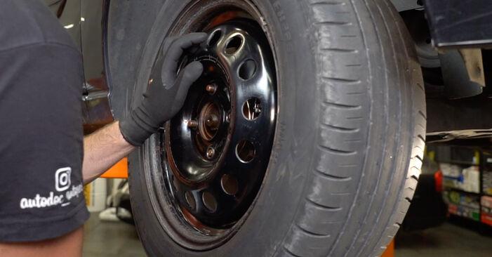 Wechseln Sie Stoßdämpfer beim Ford Focus DAW 1998 1.6 16V selber aus